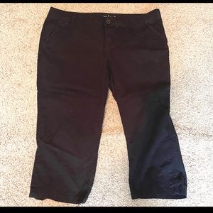 Maurices Black cropped capris - like new!